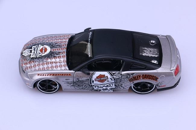 โมเดลรถ รถเหล็ก โมเดลรถเหล็ก โมเดลรถยนต์ Ford Mustang 2011 5