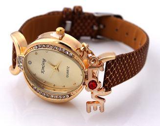นาฬิกาข้อมือ ผู้หญิง สายหนัง สไตล์กำไล ประดับเพชร Crystal ห้อยอักษร Love ของขวัญสุดหรู สีน้ำตาลกาแฟ no 907049_3