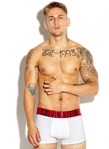 กางเกงในชาย Calvin Klein Boxer Briefs : INTENSE สีขาว ขอบแดง