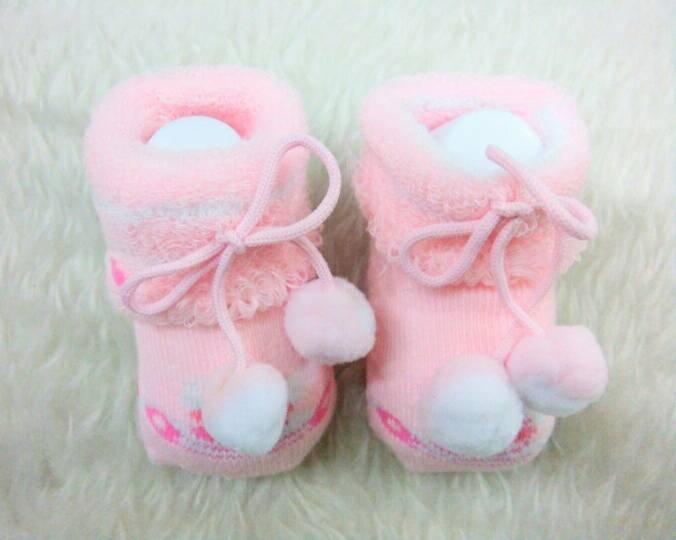 ถุงเท้าเด็กอ่อน 0-12 เดือน คละลาย มีโบว์ปอมปอม