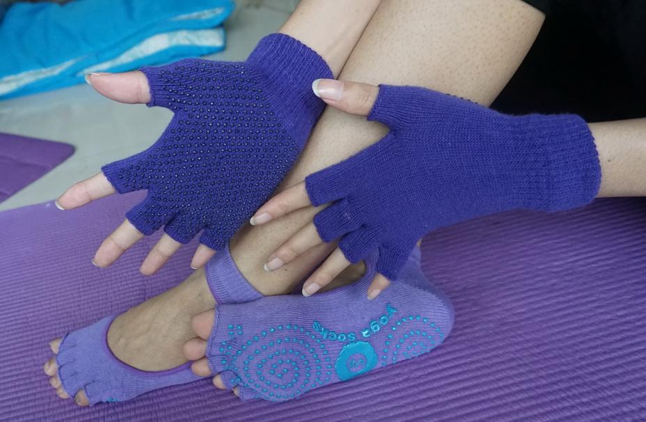 (พรีออเดอร์) ถุงมือ ถุงเท้าโยคะ กันลื่น YKSM30-13
