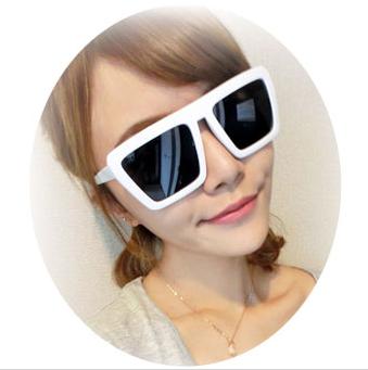 แว่นตากันแดดแฟชั่นเกาหลี กรอบสีขาว สี่เหลี่ยมคางหมู