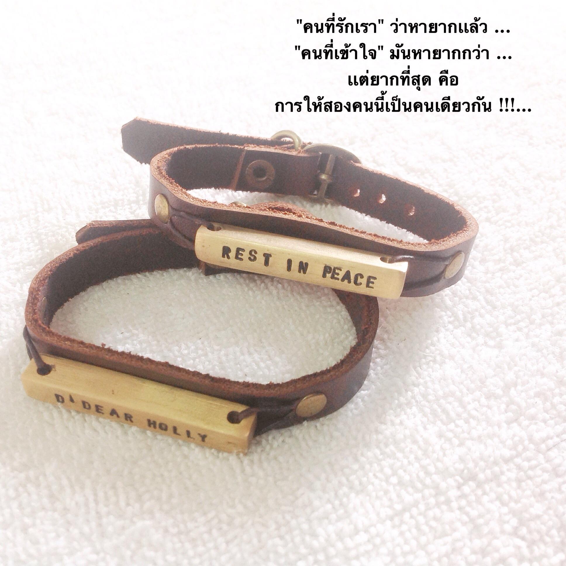 ข้อมือหนังแท้ สายแบบนาฬิกา (จี้แท่ง) สลักชื่อฟรี 13 ตัว