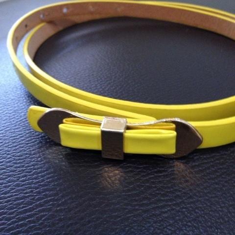 เข็มขัดโบว์สีเหลือง