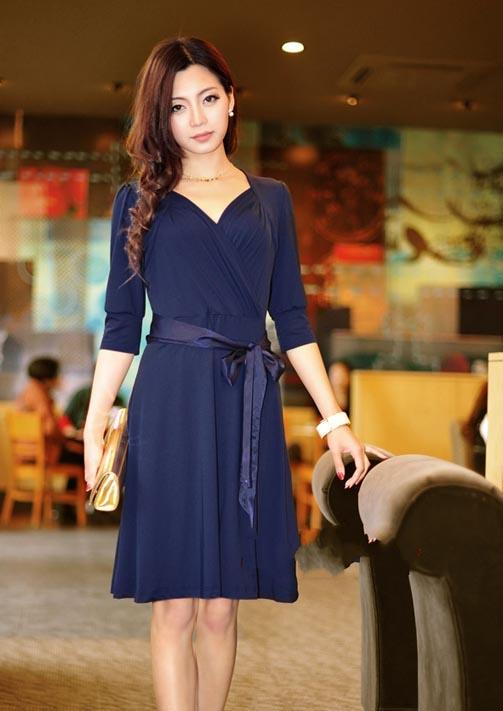 dress ชุดเดรสแฟชั่น คอวี แขนห้าส่วน ใส่ไปทำงาน สีน้ำเงิน ผ้ายืดใส่ออกงานได้ น่ารัก Asia Street Fashion (พรีออเดอร์)