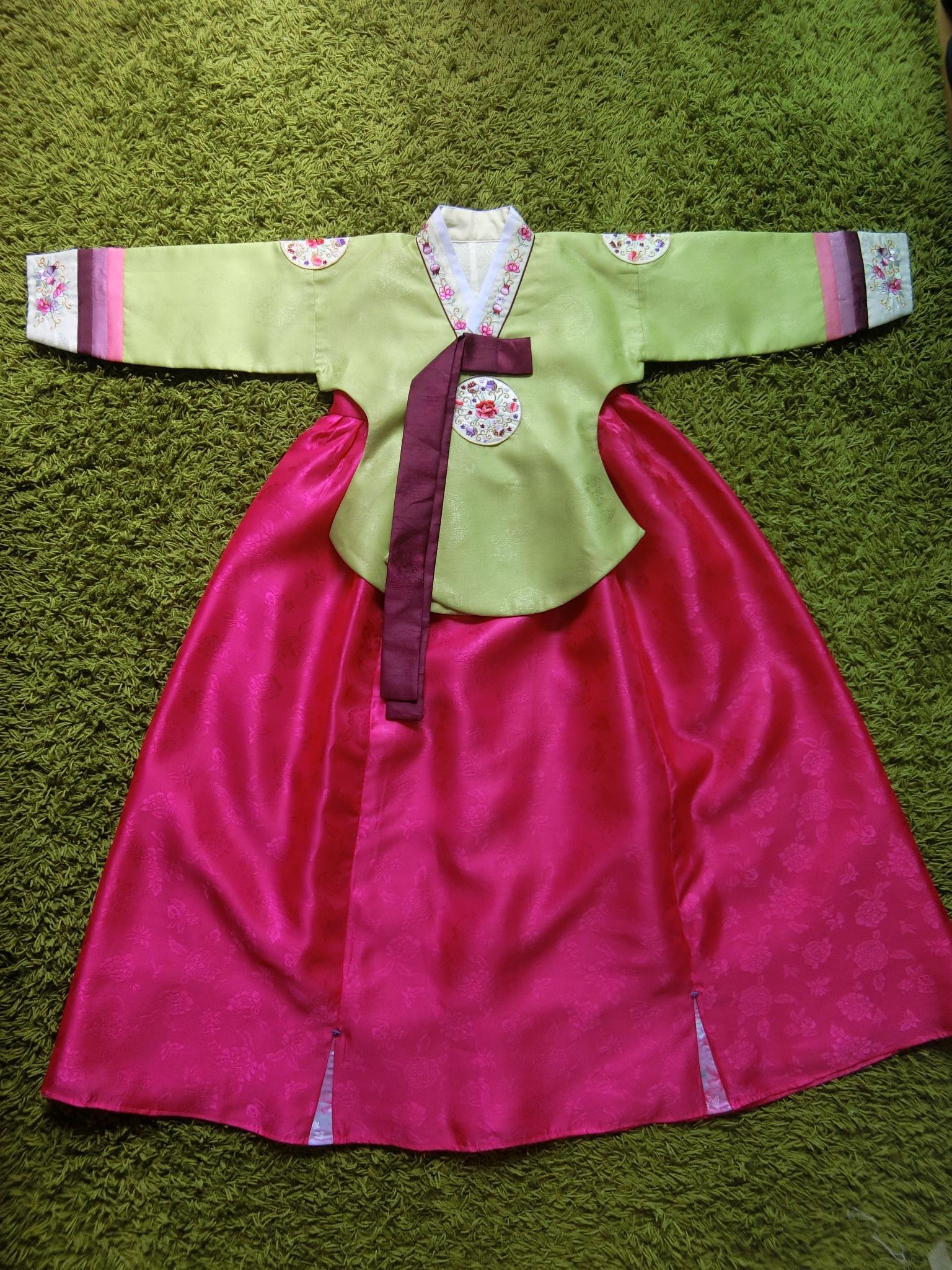 Hanbok Girl ฮันบกผ้าไหมชาววังงานพรีเมี่ยม สำหรับเด็ก 10 ขวบ