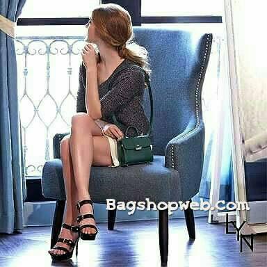 กระเป๋า LYN Mini Handbag สีเขียว ราคา 1,390 บาท Free ems
