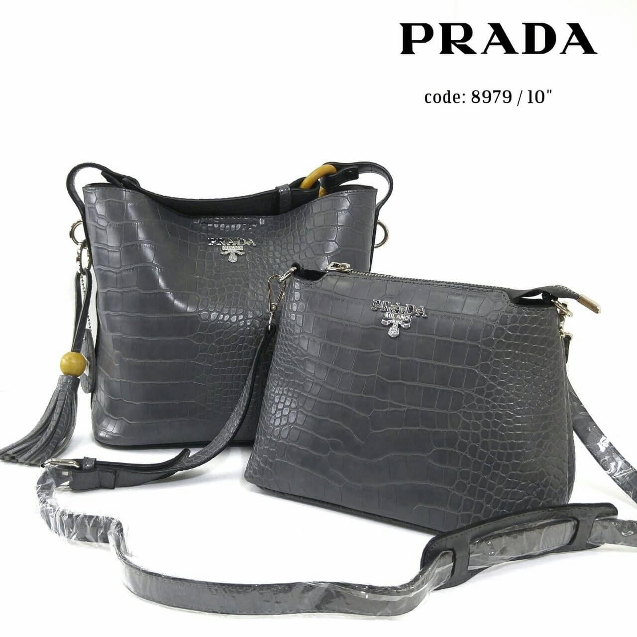 กระเป๋าแฟชั่น ชุดเซ็ต 2 ใบ สไตล์ Prada สวยหรู หนัง PU ลายจรเข้อย่างดี ทรงสวยใบใหญ่ 10 นิ้ว แต่งพู่หนังสวยมีสไตล์ ใบเล็กแยก มีสายยาวเป็นกระ เป๋าสะพายได้ สวยเข้าชุด สุดคุ้ม