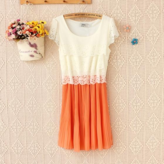 [พรีออเดอร์] ชุดเดรสลูกไม้ผู้หญิงแฟชั่นเกาหลีใหม่ แขนสั้น คอกลม ลูกไม้ แบบเก๋ เท่ห์ - [Preorder] New Korean Fashion Slim Round Neck Lace Short-sleeved Chiffon Dress Pleated Skirt