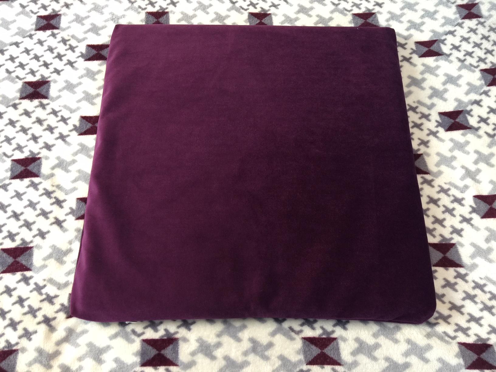 เบาะรองนั่งสี่เหลี่ยมแบบปอกผ้ากำมะหยี่หนา 2.5 cm./ 1 นิ้ว