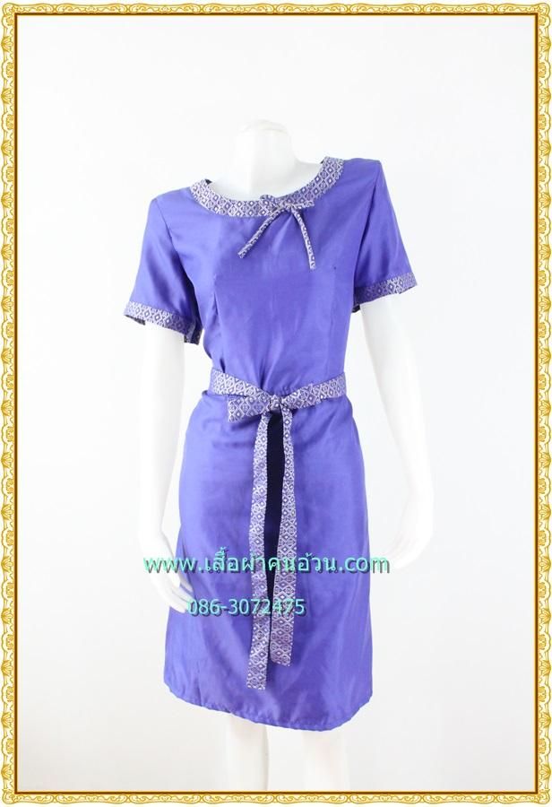 3156เดรสทำงาน เสื้อผ้าคนอ้วนสีม่วงผ้าซาตินผิวไม่เงาแต่งลายไทยปลายแขนและคอแต่งคอสะดุดตา