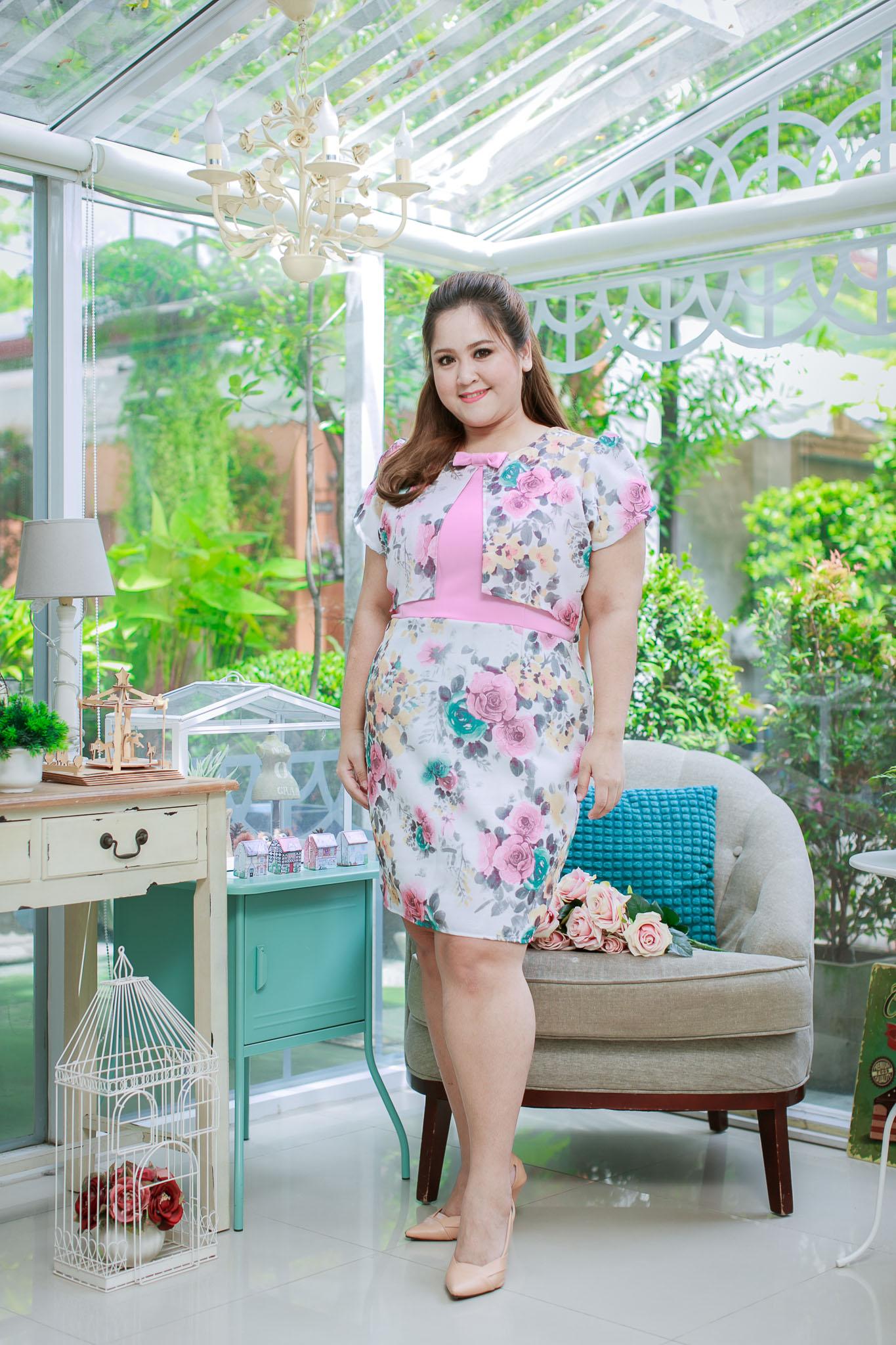 5XL ชุดเดรสสาวอวบ++ผ้าkorea print ทอลายดอกโทนสีชมพู จุดเด่นของชุดนี้ ดีไซน์กั๊กสุดเก๋ ติดโบว์