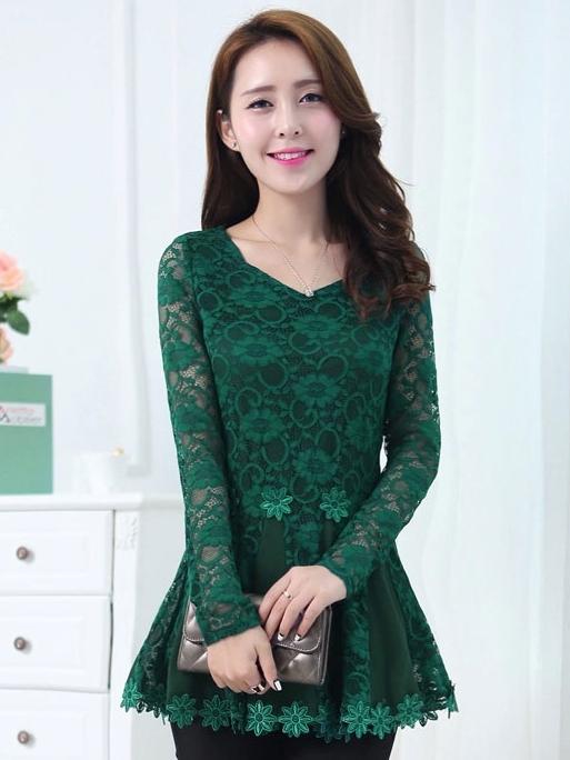 เสื้อทำงาน ผ้าลูกไม้ แขนยาว คอวี มีระบาย สวยหรู สีเขียว
