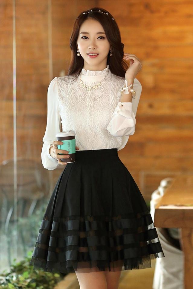 เสื้อทำงาน ผ้าชีฟองประดับด้วยผ้าลูกไม้ แขนยาว คอเต่า เสื้อทำงานสีขาว