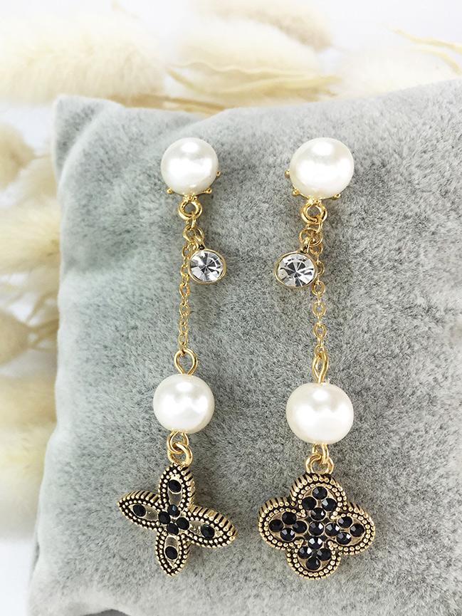 Gold Clover Earring ต่างหูแฟชั่นเกาหลี ตุ้มหูยาว สีทอง ปลายห้อยใบโคลเวอร์ พร้อมส่งค่ะ
