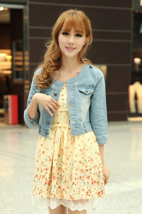 (สินค้าหมด) เสื้อแจ็คเก็ตยีนส์ผู้หญิง สียีนส์ซีด แขนสี่ส่วน คอจีน ตัวสั้น ดีเทลกระเป๋าน้อยด้านหน้า