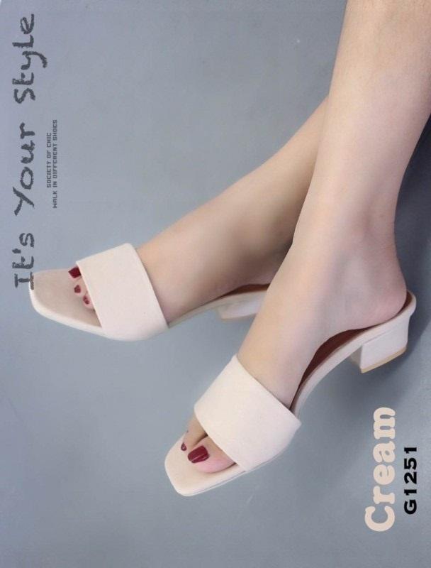 รองเท้าแตะส้นตันสีครีม หน้าสวม ผ้ากำมะหยี่ (สีครีม )