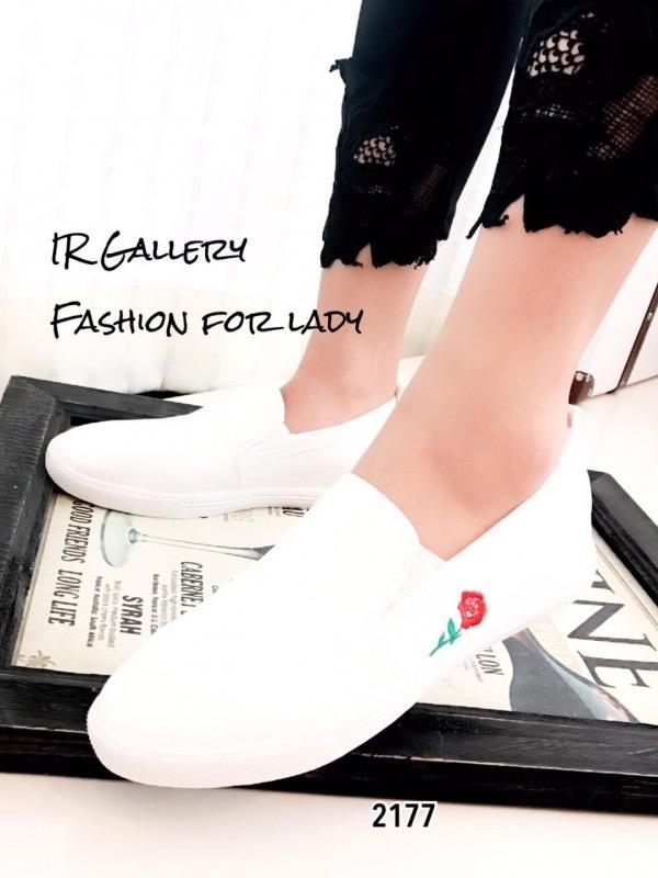 รองเท้าผ้าใบปฟชั่นสีขาว พียูนิ่ม ปักดอกกุหลาบ (สีขาว )