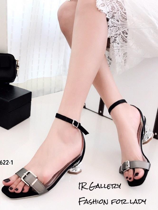 รองเท้าส้นเตี้ย รัดข้อ ผ้าซาติน แต่งอะไล่หัวเข็มขัด Style Miu Miu (สีเทา )