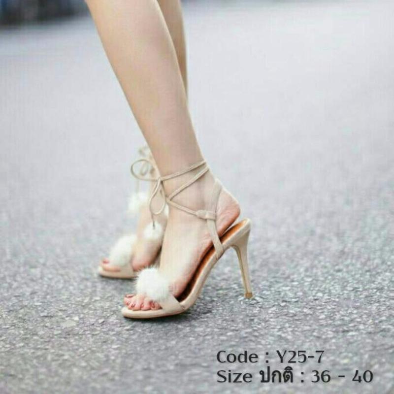 รองเท้าส้นเข็มรัดข้อสีครีม ประดับตุ้มขนมุ๊งมิ๊ง วัสดุผ้ากำมะหยี่ (สีครีม )