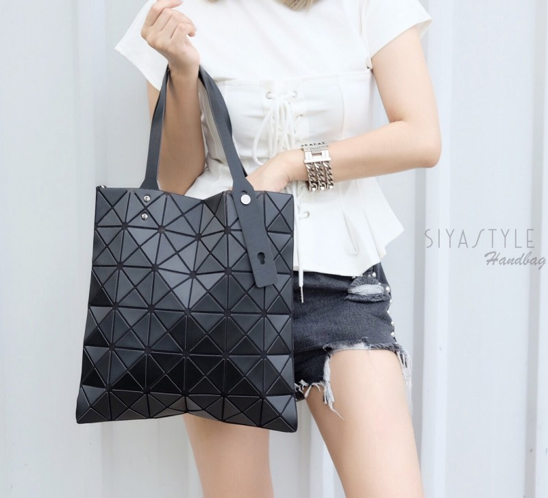 กระเป๋าสะพายแฟชั่น กระเป๋าสะพายข้างผู้หญิง Bao Bao 6x6 logo [สีดำ ]