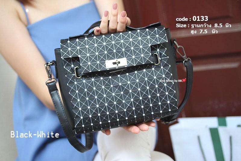 กระเป๋าสะพายแฟชั่น กระเป๋าสะพายข้างผู้หญิง สไตล์งานแบรนด์ ISSEY MIYAKE [สีดำ/ขาว ]