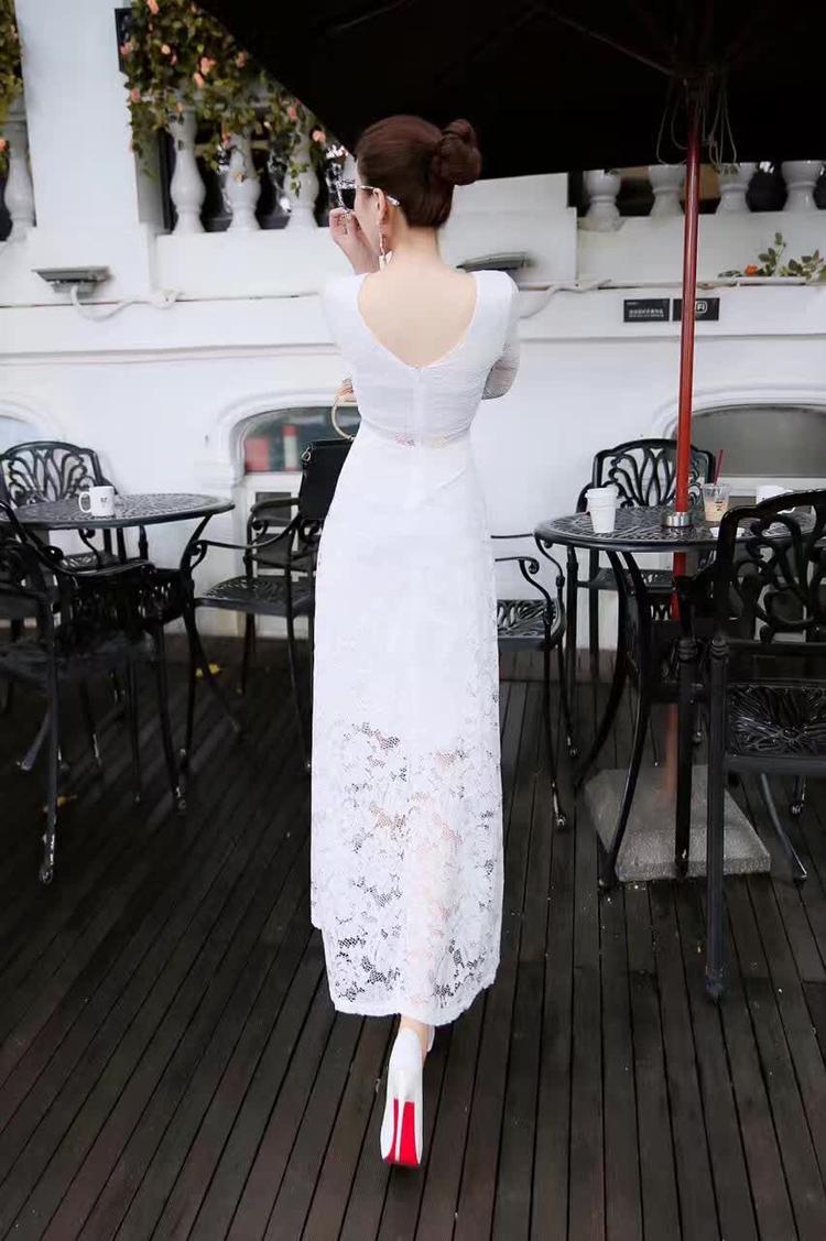 ชุดเดรสลูกไม้สีขาว