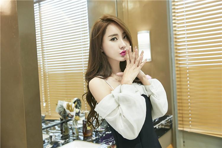 ชุดเดรสแฟชั่นเกาหลีเปิดไหล่แขนยาว