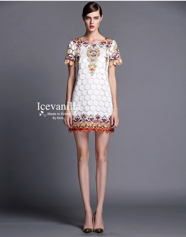 Carine lace Dress เดรสลูกไม้เกาหลี ลายวินเทจ ทรงเข้ารูป ลายลูกไม้ทรงกลม ฉลุลายทั้งชุด แต่งลายสวยเก๋ น่ารัก มีซิป ด้านหลัง มีซับในอย่างดี ทรงสวยเข้ารูป งานแบรน ®icevanilla made in korea