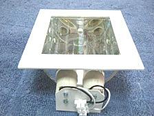 ดาวไลท์กล่องสี่เหลี่ยมหน้ากระจก 19x19 cm.