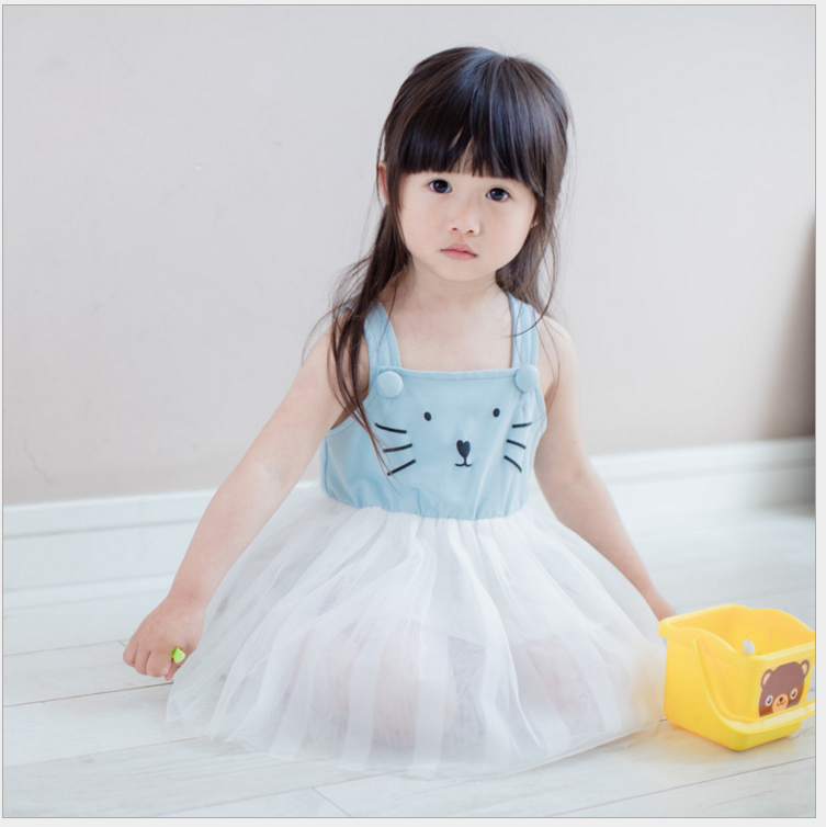 เดรสเด็กผู้หญิง เสื้อแขนกุดสีฟ้า หน้าแมว ต่อด้วยกระโปรงพองฟูสีขาว งานสวยเหมือนแบบ ผ้าดีใส่แล้วสวยค่ะ