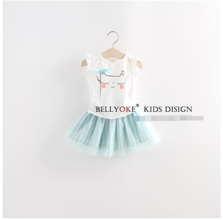 ชุดเซ็ทเสื้อสีขาว+กระโปรงสีฟ้า เป็นแนวเรียบๆ น่ารักสดใส แบบเข้าชุดงานสวยผ้าดีมากค่ะ