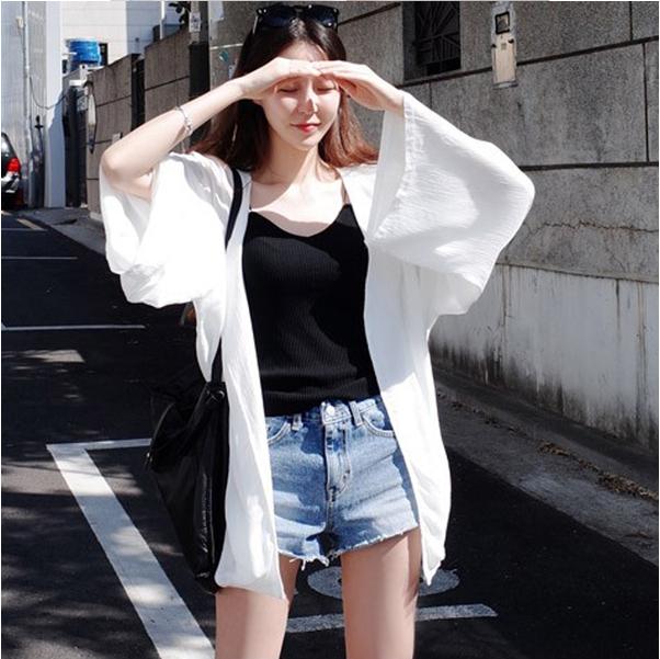 เสื้อคลุมคาร์ดิแกน ทรงหลวม ๆ ชีฟองสีขาว มีลายริ้ว ๆ ในตัว