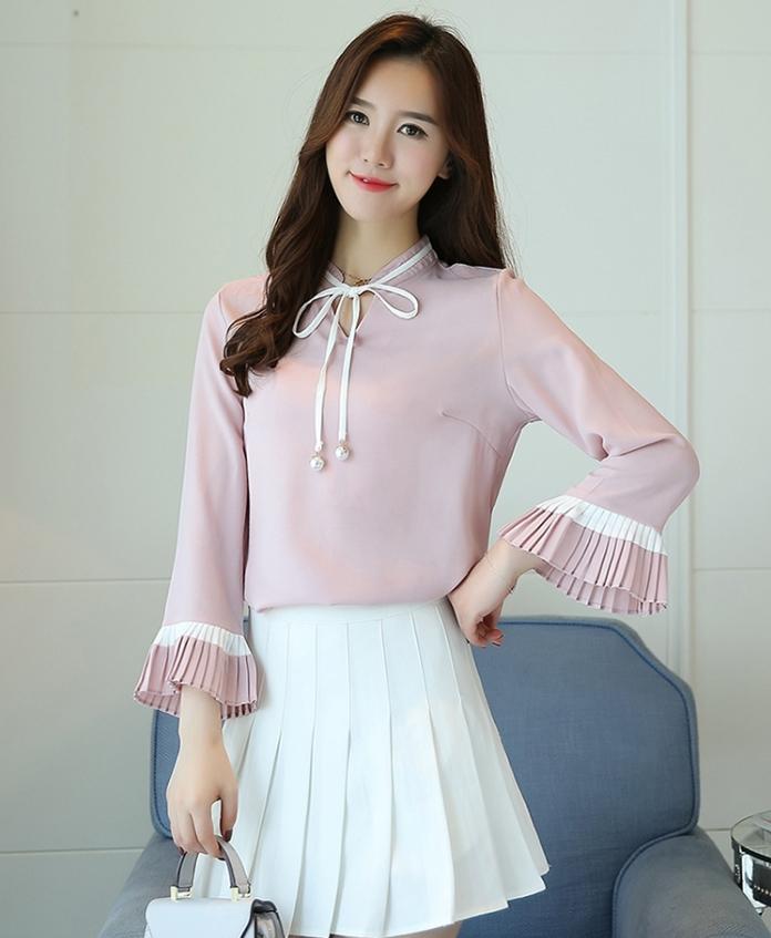 เสื้อแฟชั่นเกาหลี สายผูกโบว์ที่คอ ปลายสายมีไข่มุก สีชมพู