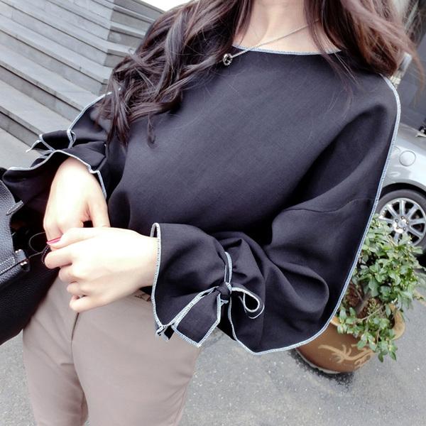 เสื้อแฟชั่นเกาหลี แขนยาว เย็บแต่งแขนเสื้อแบบตะเข็บนอกเก๋ๆ สีดำสุภาพ