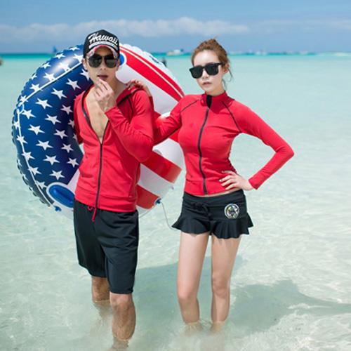 พร้อมส่ง ชุดว่ายน้ำคู่รัก แขนยาว กางเกงกระโปรง สีแดง-ดำ เซ็ต 3 ชิ้น ชายกางเกงขาสั้น