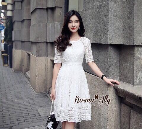 เดรสลูกไม้สีขาว ผ้าลูกไม้ยืดอย่างดี ตัดต่อด้วยผ้าทอไขว้ คัตติ้งสวยมากๆ งาน Premium Quality ฟรีไซส์ by Normal Ally