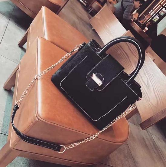 กระเป๋าสะพาย The grand (สีดำ)