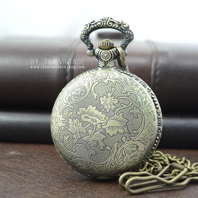 นาฬิกาพกวินเทจลายบึงดอกบัวหลวงสีทองเหลือง