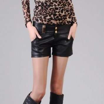 [Preorder] กางเกงหนังขาสั้นแฟชั่น สีดำ 2013 spring and summer new European and American women's boots leather shorts shorts pants breasted women pants harem pants were thin