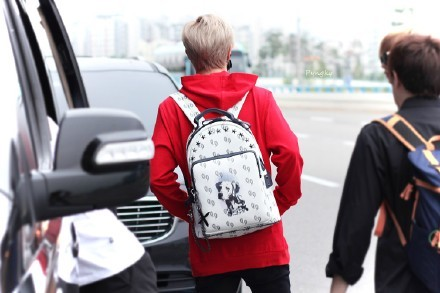 กระเป๋าเป้ MARK GOT7 Sty.TEO HENN BACKPACK MEDIUM WHITE