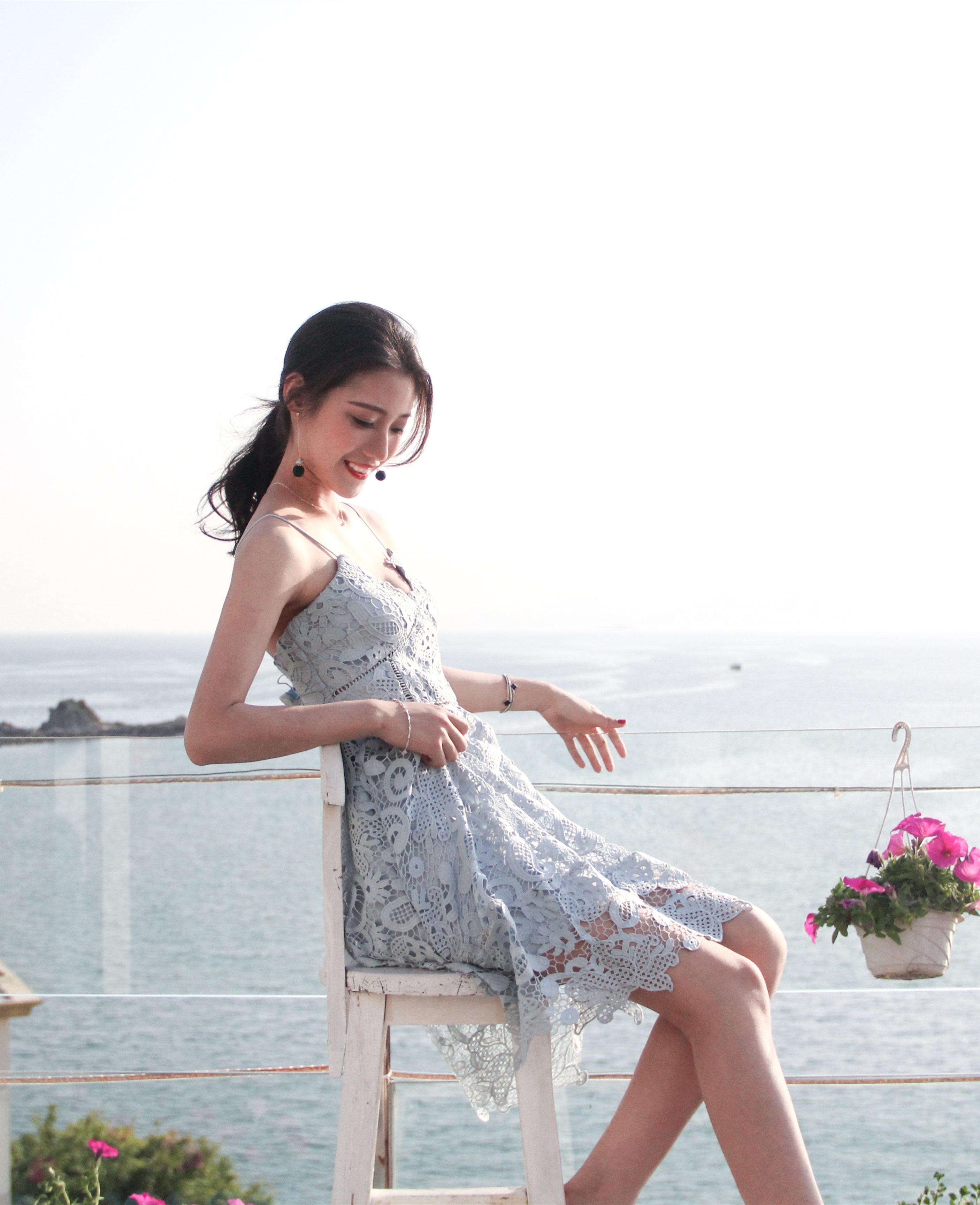 KTFN เดรสสายเดี่ยวลูกไม้เกาหลี ซิปด้านหลัง มีซับใจอย่างดี สีฟ้าคราม