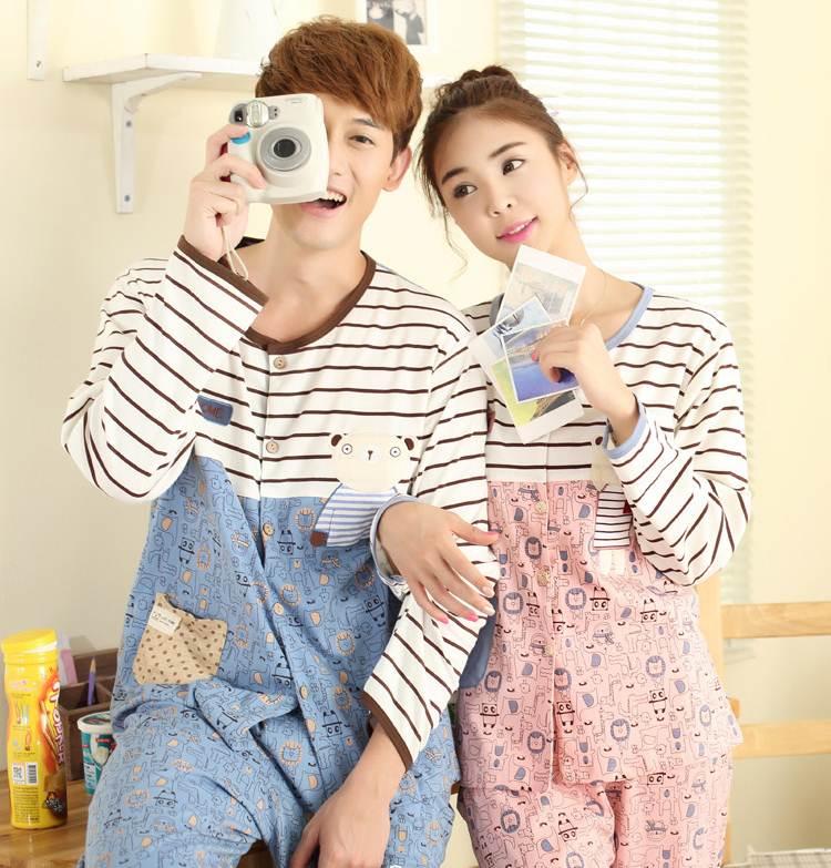 Pre Order ชุดนอนคู่รักเกาหลี เสื้อแขนยาว กระดุมหน้า ลายการ์ตูนแต่งลายขวาง+กางเกงขายาว สีตามรูป