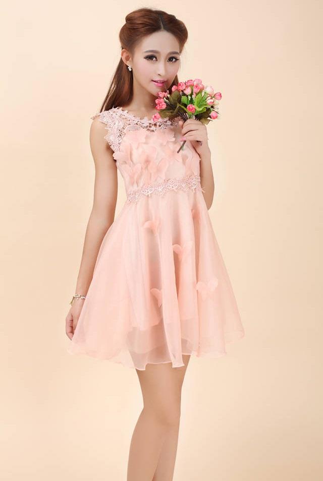 ชุดเดรสสวยๆ ผ้าไหมแก้ว สีชมพูโอรส แขนกุด คอ ไหล่และเอวเป็นผ้าถัก มีซับใน